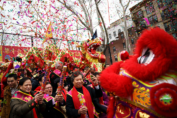 Drew Angerer「New York's Chinatown Marks First Day Of The Lunar New Year」:写真・画像(2)[壁紙.com]