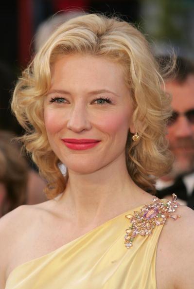 Brooch「77th Annual Academy Awards - Arrivals」:写真・画像(18)[壁紙.com]