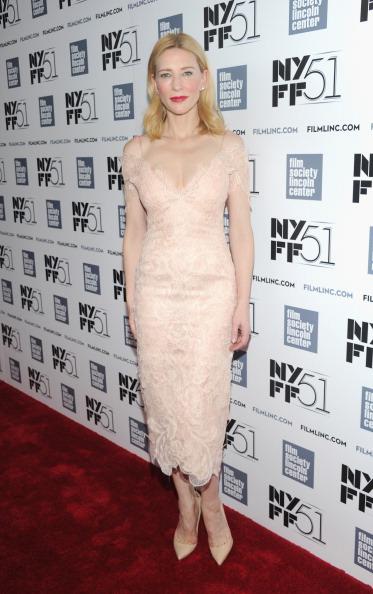 Lace Dress「Gala Tribute To Cate Blanchett - Red Carpet - The 51st New York Film Festival」:写真・画像(13)[壁紙.com]