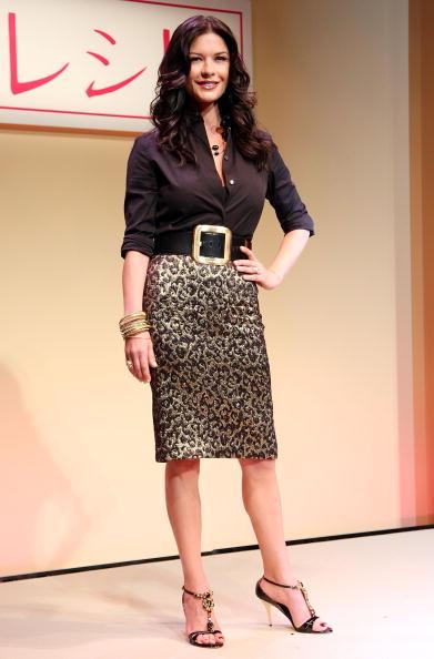 "Skirt「Catherine Zeta-Jones Promotes ""No Reservations"" In Tokyo」:写真・画像(15)[壁紙.com]"