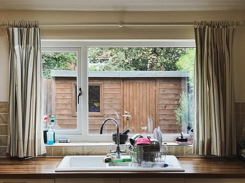 Window Frame「View Through an English Kitchen Window」:スマホ壁紙(4)