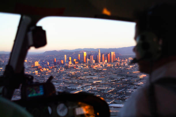 View through the windshield of helicopter of downtown Los Angeles, California, USA:ニュース(壁紙.com)