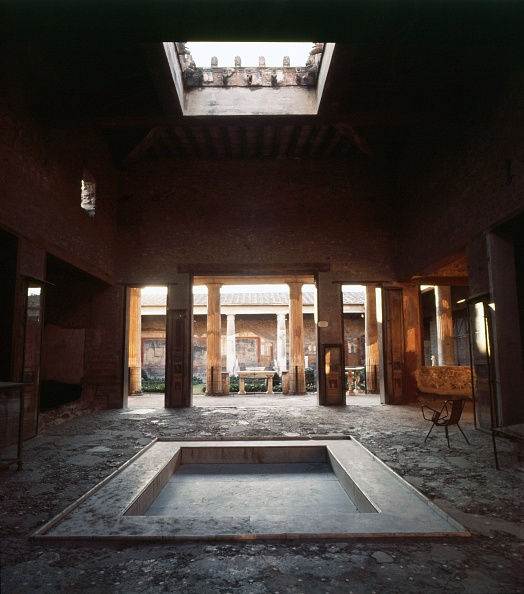 Townhouse「View Through Atrium To Peristyle And Gardens. House Of The Vettii」:写真・画像(9)[壁紙.com]