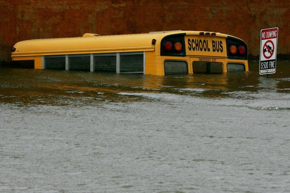 School Bus「New Orleans Feels Effects Of Hurricane Rita」:写真・画像(5)[壁紙.com]