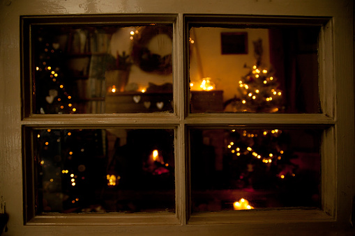 Hygge「View into a festive living room at Christmas」:スマホ壁紙(17)