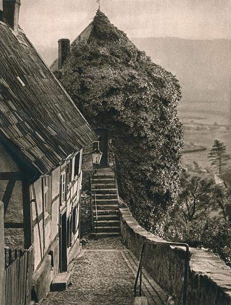 Overgrown「Arnsberg (Westfalen) Gruner Turm, 1931」:写真・画像(12)[壁紙.com]