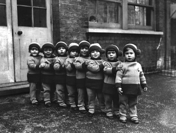 In A Row「Orphans」:写真・画像(0)[壁紙.com]