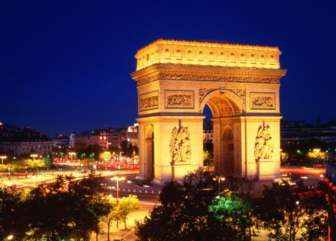 Arc de Triomphe - Paris「France, Ile de France, Paris, Arc de Triomphe illuminated at night」:スマホ壁紙(11)