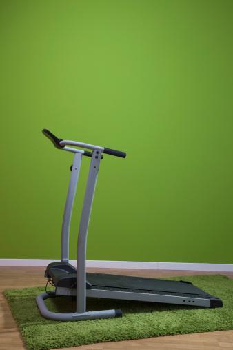 Green Background「treadmill against green background」:スマホ壁紙(6)