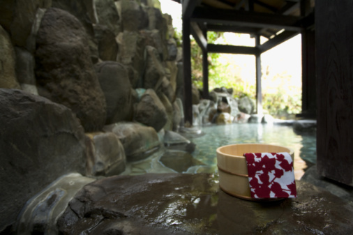 Health Spa「Image of a Japanese Outdoor Hot Spring Bath, Tub and Tenugui at the Side」:スマホ壁紙(8)