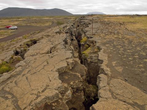 地質構造「裂」:スマホ壁紙(1)
