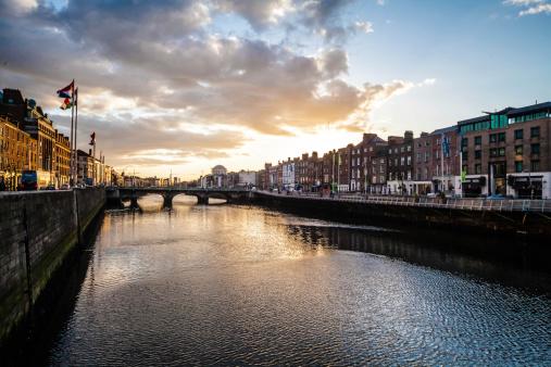 Dublin - Republic of Ireland「Dublin,  Liffey River at Sunset」:スマホ壁紙(9)