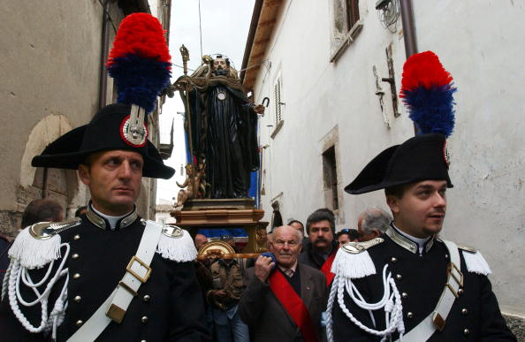 Marco Di Lauro「Traditional Snake Procession Takes Place In Italy」:写真・画像(3)[壁紙.com]