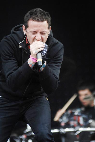 膝から上の構図「Linkin Park At Pinkpop」:写真・画像(6)[壁紙.com]