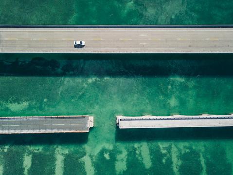 橋「ドローンの観点からフロリダのキーの橋」:スマホ壁紙(11)