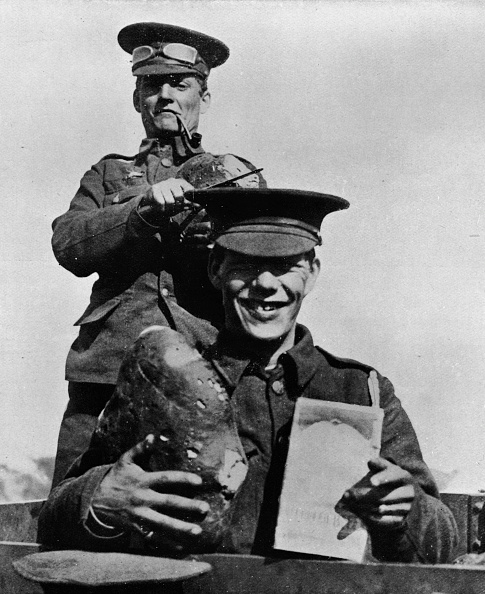 Loaf of Bread「The Soldier And His Rations: A Photograph Taken At One Of The British Camps In France 1914」:写真・画像(7)[壁紙.com]