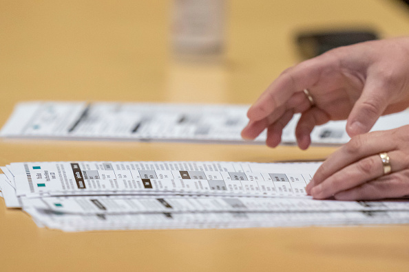 Voting Ballot「Election Recount Begins In Two Wisconsin Counties」:写真・画像(5)[壁紙.com]