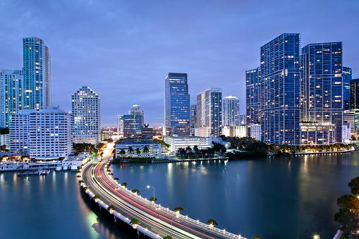 Downtown District「Downtown Miami Illuminated at Dusk」:スマホ壁紙(17)