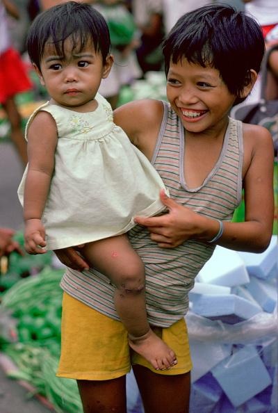 Childhood「Children in the Manila markets」:写真・画像(6)[壁紙.com]