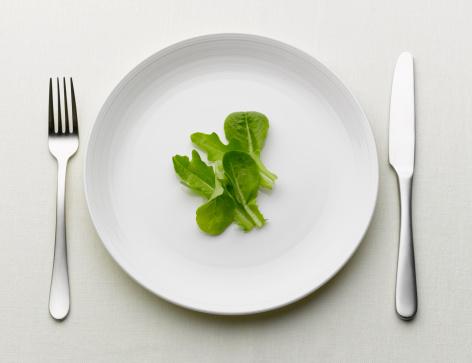 フォーク「Salad leaves on a white plate」:スマホ壁紙(3)