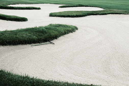 Sand Trap「Sand trap on golf course, elevated view」:スマホ壁紙(15)