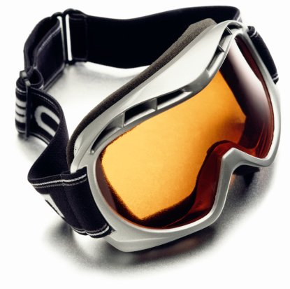 ウィンタースポーツ「A pair of snow ski goggles with polarized lenses」:スマホ壁紙(18)