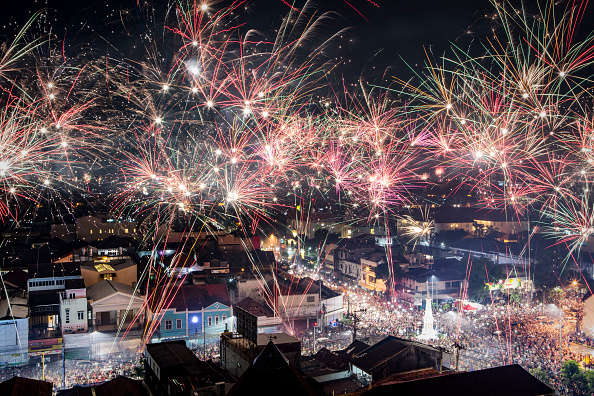 New Year「Indonesians Countdown To The New Year」:写真・画像(4)[壁紙.com]