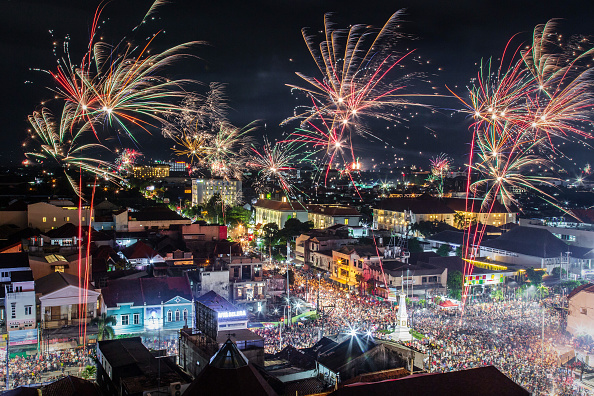 New Year「Indonesians Countdown To The New Year」:写真・画像(9)[壁紙.com]