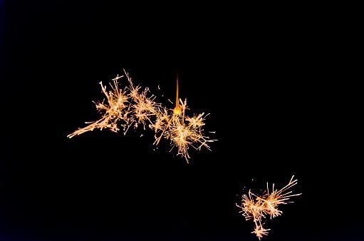 Firework - Explosive Material「fireworks in hand」:スマホ壁紙(18)