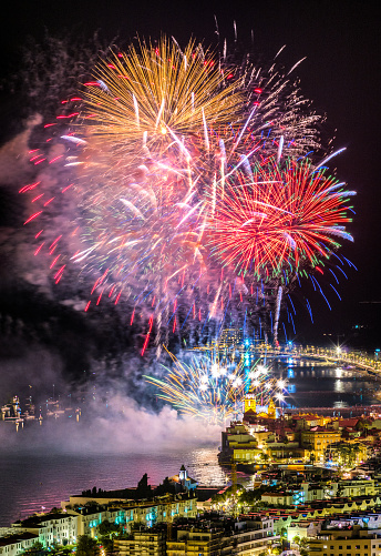 伝統的な祭り「シッチェス 2018年のフィエスタ市長の花火」:スマホ壁紙(1)