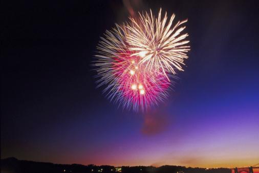 花火大会「Fireworks illuminating city」:スマホ壁紙(0)