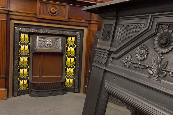 Cast Iron「Fireplace for sale in salvage yard」:写真・画像(7)[壁紙.com]
