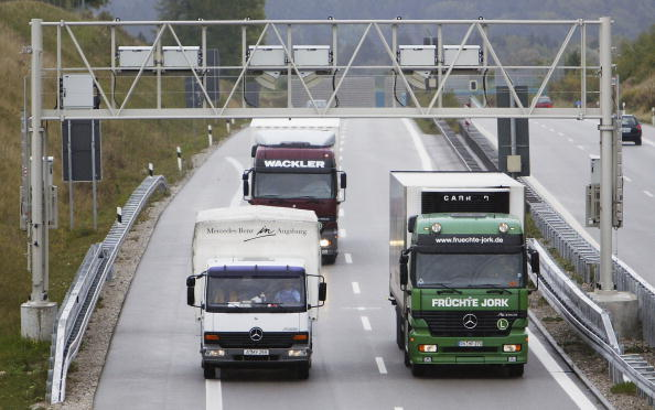 Semi-Truck「Germany highway tolls for trucks faces further delays」:写真・画像(1)[壁紙.com]