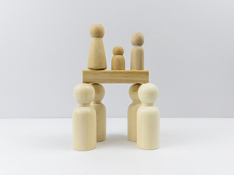 Selfishness「Blank cube shape wooden block toy in the middle of standing wooden people for Leadership and Business design concept and activity.」:スマホ壁紙(11)