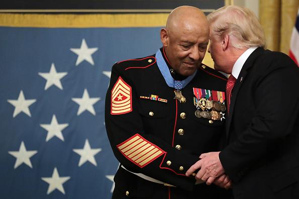 上半身「Marine Sgt Maj John Canley Awarded Medal Of Honor For Conspicuous Gallantry In Vietnam」:写真・画像(3)[壁紙.com]