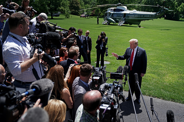 Journalist「President Donald Trump Departs White House For Holiday Weekend」:写真・画像(11)[壁紙.com]