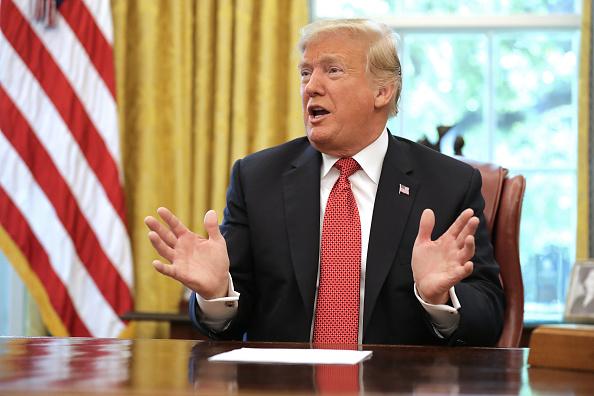 上半身「President Trump Meets With Workers In White House On Economic Plan」:写真・画像(6)[壁紙.com]