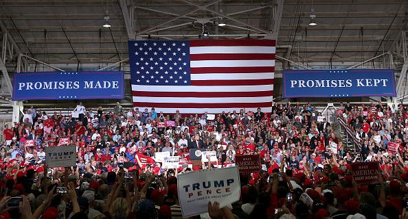 Crowd「President Trump Holds Rally In Mesa, Arizona」:写真・画像(8)[壁紙.com]