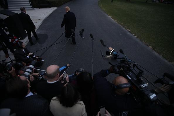 男「President Trump Arrives Back At The White House From Palm Beach, Florida」:写真・画像(13)[壁紙.com]