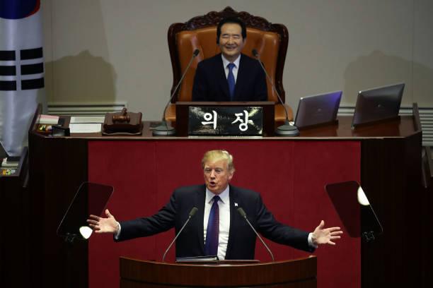 US President「U.S. President Donald Trump Visits South Korea - Day 2」:写真・画像(16)[壁紙.com]