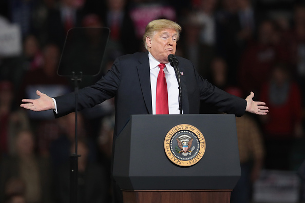 トペカ「President Trump Holds Rally In Topeka, Kansas」:写真・画像(8)[壁紙.com]