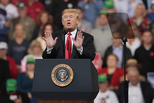 Scott Olson「President Trump Holds Rally In Council Bluffs, Iowa」:写真・画像(14)[壁紙.com]