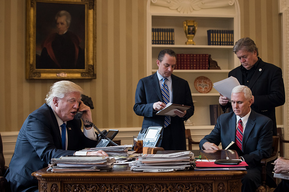政治「Donald Trump Speaks With Russian Leader Vladimir Putin From The White House」:写真・画像(16)[壁紙.com]