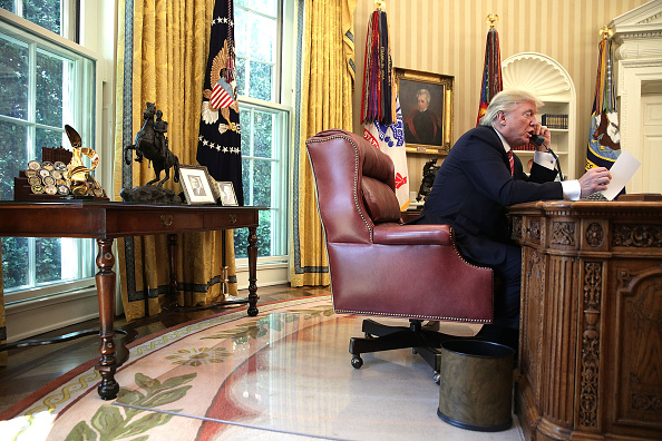 Oval Office「President Trump Calls Prime Minister Of Ireland From Oval Office」:写真・画像(6)[壁紙.com]