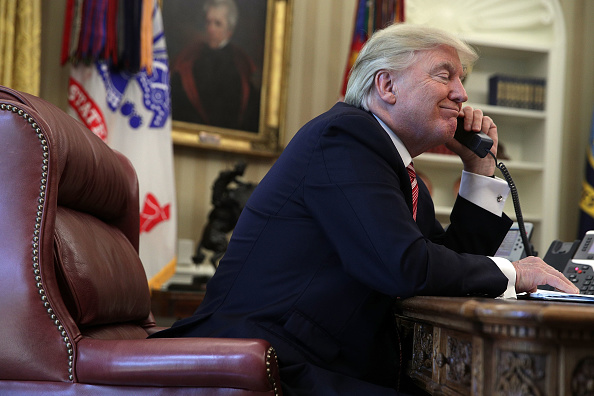Oval Office「President Trump Calls Prime Minister Of Ireland From Oval Office」:写真・画像(10)[壁紙.com]