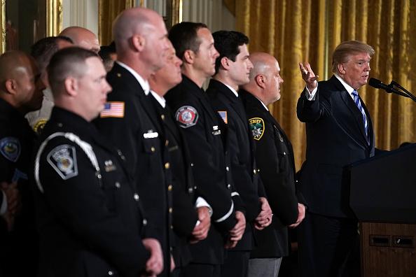 数人「President Trump Hosts Public Safety Medal Of Valor Awards At White House」:写真・画像(14)[壁紙.com]
