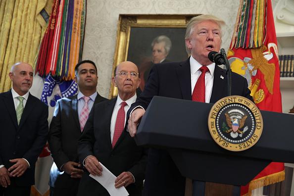 Wilbur Ross「President Trump Attends Minority Enterprise Development Week Awards Ceremony At The White House」:写真・画像(18)[壁紙.com]