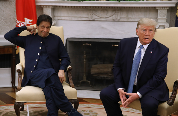 Pakistan「President Donald Trump Meets With Pakastani Prime Minister Imran Khan At The White House」:写真・画像(9)[壁紙.com]
