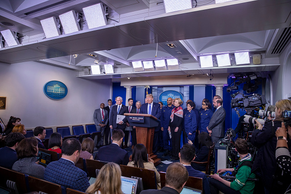 The Media「President Trump Joins Coronavirus Task Force Press Conference At White House」:写真・画像(6)[壁紙.com]