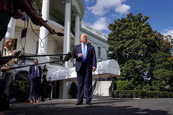 Joshua Roberts「President Trump Departs The White House En Route To Walter Reed National Military Medical Center」:写真・画像(5)[壁紙.com]